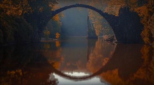 pont au dessus d'une rivière pour présentation